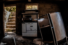 Friendly Basement (Mystikopoulos) Tags: urbex basement abandoned grime seekers creepy underground scary grimelord