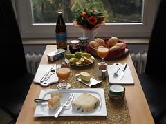 Sonntagsfrhstck mit frisch gebackenen Brtchen (multipel_bleiben) Tags: essen frhstck gebck