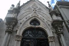 Beautiful Archway (VinayakH) Tags: tombs tomb recoletacemetery recoleta larecoletacemetery cemetery buenosaires graves argentina latinamerica southamerica mausoleum artnouveau artdeco neogothic baroque architecture