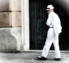 """Whither Thou Goest"", ""You Got Me Singing"" (baralunacy) Tags: dsc12081heavenly7 sexyman outdoor barcelona barcalunacy leonardcohen walk strut whitesuit oxfordshoes music streetphotography"