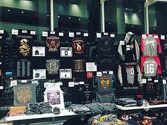 #Repost #Shinedown: We've been seeing a lot of Bootleg merchandise of us and 5FDP On this tour sold in parking lots and outside For the record. Unless it's at a stand outside or inside. Then it's a fake shirt. This is our official Merch for this tour. Any (ShinedownsNation) Tags: shinedown nation shinedowns zach myers brent smith eric bass barry kerch