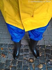 Colourful (northseaboy) Tags: gummistiefel gummistvlar gayrubber green grn gummihandschuhe gelb gloves gummireitstiefel regenzeug rubberboots wellies wellingtonboots wald waders watstiefel wasser wathose water hunter century strand sand regenhose regensachen river rubber rainwear regenjacke rainpants camo rhein helly hansen bach