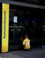 (MatMendofoto) Tags: streetphotography streetlife saopaulo streetphoto urbanphotography urbanshots urban nikon nikond40 yellow