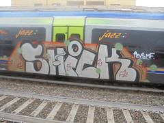 028 (en-ri) Tags: shick pevs crew mf marrone verde grigio nero train torino graffiti writing
