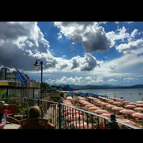 Stunning sky 🙋📷🌞 #clouds #cloud #cloudporn #weather #lookup #sky #skies #skyporn #cloudy #instacloud #instaclouds #instagood #nature #beautiful #skyline #horizon #overcast #instasky #epicsky #crazyclouds #photooftheday  #