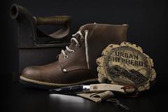 Urban Shepherds Pocket Knife (Lucas Santos MyView) Tags: barcelona stilllife portugal leather fashion spain boots handmade flash lucas estilo product botas bodegon produto pocketknife 2015 couro calados lucasantos urbanshepherds