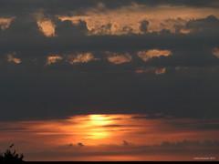 Like a blanket (Ineke Klaassen) Tags: light sunset sky cloud sol clouds nijmegen dark licht zonsondergang do tramonto skies sonnenuntergang sundown outdoor dusk sony wolken ciel cielo lucht donker schemering solnedgng wolk sk puestadelsol luchten gnbatm  coucherdusoleil  pr auringonlasku goffert wolkendek