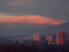 A Vancouver Christmas sunrise with rose-tinted snowy mountains (peggyhr) Tags: friends canada vancouver sunrise rosy snowymountains christmasmorning thegalaxy peggyhr level1photographyforrecreation thegalaxyhalloffame thelooklevel1red rainbowofnaturelevel1red musictomyeyes~l1 dsc07523a