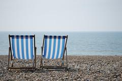 Imagine (Pakinho10) Tags: uk sea beach relax mar couple brighton quiet outdoor amor playa romance nostalgia romantic deckchairs reinounido tranquilidad hamacas tumbonas romntico