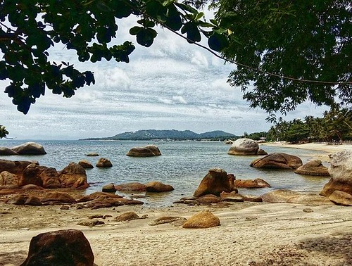 Standing at the southern end of Grandmother and Grandfather Rocks in Lamai, looking further south. #Thailand #kohsamui #samui #beach #Lamai