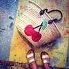 Cerises à ses pieds (Alamalice) Tags: shopping bag sac cabas iledyeu