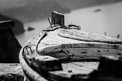 Boot in den Bergen (Andie Wandsch) Tags: black white blackandwhite bw sw schwarzweis schwarz weis boot berge meer sea mountain boat insel island      santorino  greece griechenland  schrott  scrap schrfentiefe crater lake caldera krater vulkan