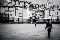 La partie de foot (LACPIXEL) Tags: enfant nio child football soccer ftbol place paris plaza rue street calle urbain urbano urban noiretblanc blackandwhite blancoynegro outside extrieur exterior graffiti tags mur wall pared capitale france jeu juego game fuji fujifilm fujinon xt2 flickr lacpixel