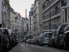 un matin tout tranquille   rue Barron Paris XVII arr (lautreryves) Tags: paris eiffeltower toureiffel streetview lesruesdeparis