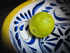 Limón Envejecida (Maria Sciandra) Tags: stilllife food green mexico citrus lime minimalism foodphotography mexicanlime mariasciandraphotography agedlime