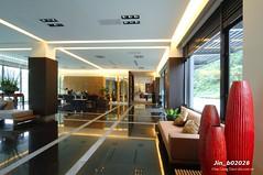 Jin_b02026 (Chen Liang Dao 陳良道 hyperphoto華藝影像網) Tags: 台灣 台灣影像 圖庫 數位攝影 室內設計 室內裝潢 燈光 大廳 建築 空間設計 陽光 擺設 擺飾 傢俱 沙發 落地窗 玻璃 玻璃窗 植物 綠樹 陳良道