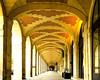 Sous les arches/Under the Arches (floressas.desesseintes) Tags: paris columns archway impressionen marais placedesvosges arche säulen colonnes bogengang