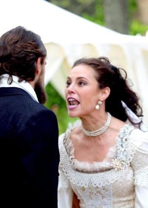 """Em """"Além do Tempo"""", Melissa se enfurece e diz que Felipe a trocou por Lívia"""