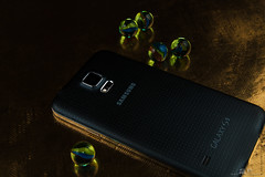 Samsung Galaxy S5 (SANYPICTURES) Tags: black gold phone flash cellphone samsung flashphotography smartphone galaxy marbles s5 strobes productphotography nikonflash studiostrobes sawir sawiro nikond400 nikonsb900 sanypictures samsunggalaxys5