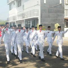 #Repost Photo by : @yunus_ir88 Selamat Hari Senin, Selamat baris berbaris. Awas jangan telat upacaranya yah lur  #pagi #monday #upacara #senin #morning #semangatpagi #serang #kotaserang #Banten #Indonesia. http://kotaserang.net/1BFtNAa (kotaserang) Tags: morning by indonesia photo  monday hari pagi repost selamat yah baris awas lur serang upacara jangan senin banten berbaris telat kotaserang instagram ifttt semangatpagi httpkotaserangcom yunusir88 upacaranya