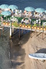 DSC_7366 (andreas.marquardt73) Tags: beach strand umbrella boot boat sorrento sorrent schirme wborganisationsreferentenreise