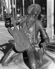 Jimi Hendrix in 4x5 (rwl7532) Tags: blackandwhite blancoynegro noiretblanc ilfordhp5 4x5 hp5 1000views asa400 f35 cablerelease 1200dpi hc110b epsonv700 autaut graflexsupergraphic symmar210mm sekonicl308s giveusyourbestshot uniroller352 l110legacypro