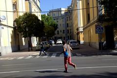 Cruzando al trote (M. Martin Vicente) Tags: fotosgratis fotoslibres invernaderosdelaarganzuela laarganzuela legazpi madrid octubre2016 callesdemadrid