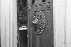 Puerta (carlosamosquera) Tags: recoleta ba argentina nikon mausoleum mausoleo