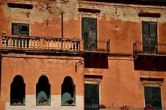 Sciacca - Agrigento (Massimo Frasson) Tags: italia italy sicilia agrigento sciacca costa centrostorico oldcity pittoresco barocco medioevo architetture palazzo palazzostorico finestre fatiscente