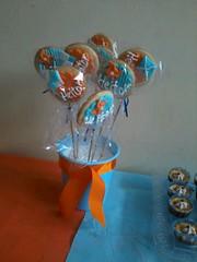 Ch de Beb Pipas e Cataventos (Denise Chagas) Tags: pipa ch de beb babyshower azul e laranja biscoitos decorados bolo pasta americana cataventos