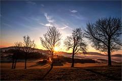 Sonnenstrahlen  ber dem Nachbarhaus (Mariandl48) Tags: sonnenaufgang sonnenstrahlen nachbarhaus sommersgut wenigzell steiermark austria