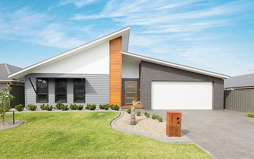 8 Peninsula Avenue, Haywards Bay NSW 2530