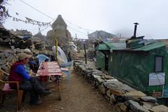 Einkehr- beim Dole-Aussichtspunkt (Alfesto) Tags: nepal trekking wanderung himalaya namche phorche phortse khumbuarea sagarmathanationalpark tengboche doleaussichtspunkt