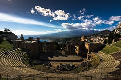 Y al fondo el Etna (allabar8769) Tags: anfiteatroromano etna italia mar paisaje sicilia taormina volcn