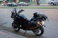 black motorcyle (the foreign photographer - ) Tags: black motorcycle phahoyolthin road bangkhen bangkok thailand sony rx100