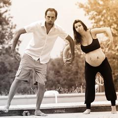 Futurs parents & Grossesse (Weblody) (Weblody) Tags: grosssesse couple amusant fun rigolo papa maman enceinte noir blanc symétrie lourd rond rondeur bouffon