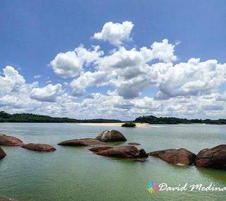 . @Regrann del día para @davidlmedinac - Formaciones Rocosas y playas sobre el río Orinoco en el #ParqueTuparro en el #Vichada #Colombia #viajaxvichada #viajaxcolombia #enmicolombia #igerscolombia #thisisincolombia #IDColombia #travelblogger #travel #Turi