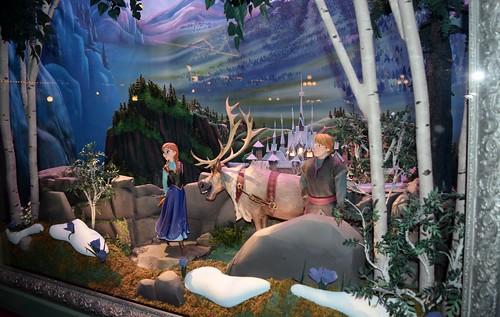 disneyland visit christmas day 2015 main street emporium disney movie dioramas frozen