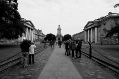 When you enter the Trinity College (Ondeia) Tags: trinity college dublino dublin ireland irlanda travel travelling bianco nero bw bn canon 450d people persone streetphotography
