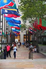 flags at Rockefeller Center (debreczeniemoke) Tags: usa unitedstates amerikaiegyesltllamok newyork cityofnewyork newyorkcity thecity stateofnewyork rockefellercenter midtownmanhattan zszlk flags internationalflags olympusem5