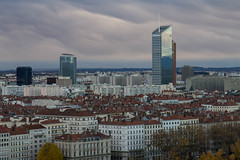 Nuages sur Lyon (Claude Schildknecht) Tags: cloud europe france incity lyon matin morning nuage oxygène places tour tower wolke