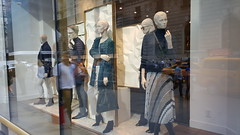 2016-10-19 - Fifth Avenue - Massimo Dutti (zigwaffle) Tags: 2016 nyc newyorkcity manhattan timessquare rockefellercenter saintpatrickscathedral fifthavenue wretchedexcess centralpark