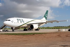 AP-BEQ LMML 27-11-2016 (Burmarrad) Tags: airline pakistan international airlines pia aircraft airbus a310308 registration apbeq cn 656 lmml 27112016