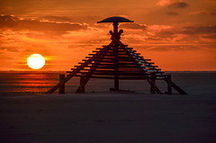 Vlieland - Vliehors - 18.13 uur (Dirk Bruin) Tags: vlieland vliehors piramide punt puntje klu luchtmacht baken kaap explore explored pyramide rnlaf beacon marker