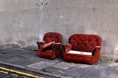 2016-09-25: Two Piece (psyxjaw) Tags: london londonist abandoned sofa street yellowline missing cushions red
