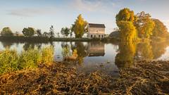 Autumn Morning at The Apppelhuisje (2) (Wim Boon Fotografie) Tags: polarisatiefilter polafilter wimboon canonef1635mmf4lisusm canoneos5dmarkiii alblasserdam nederland holland autumn fog mist