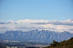 Montserrat des de la Serra de les Gunyoles (esta_ahi) Tags: serradelesgunyoles paisatge paisaje landscape montserrat cel cielo sky nvols nubes clouds peneds barcelona spain espaa