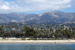 Santa Barbara Beach (debreczeniemoke) Tags: usa unitedstates amerikaiegyesltllamok california santabarbara westcoastoftheunitedstates csendescen pacificocean beach hegy mountains santaynezmountains tjkp landscape olympusem5