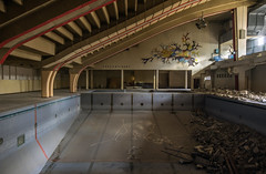 Precontinent. (LoquioR) Tags: piscine swimming pool abandoned decay exploration abandonné urbex urbaine