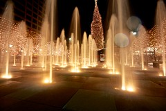 Sometimes You Get Wet (KC Mike D.) Tags: fountain water christmas tree decorations crowncenter kc kcmo kansascity missouri wet spots lens
